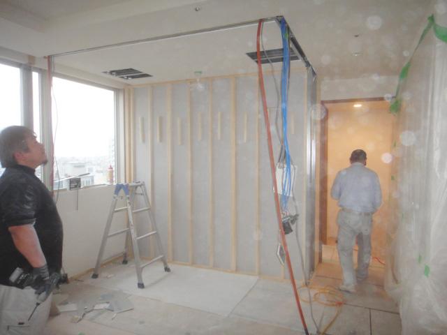 ザ・サンクタスタワーで新しい壁を造作
