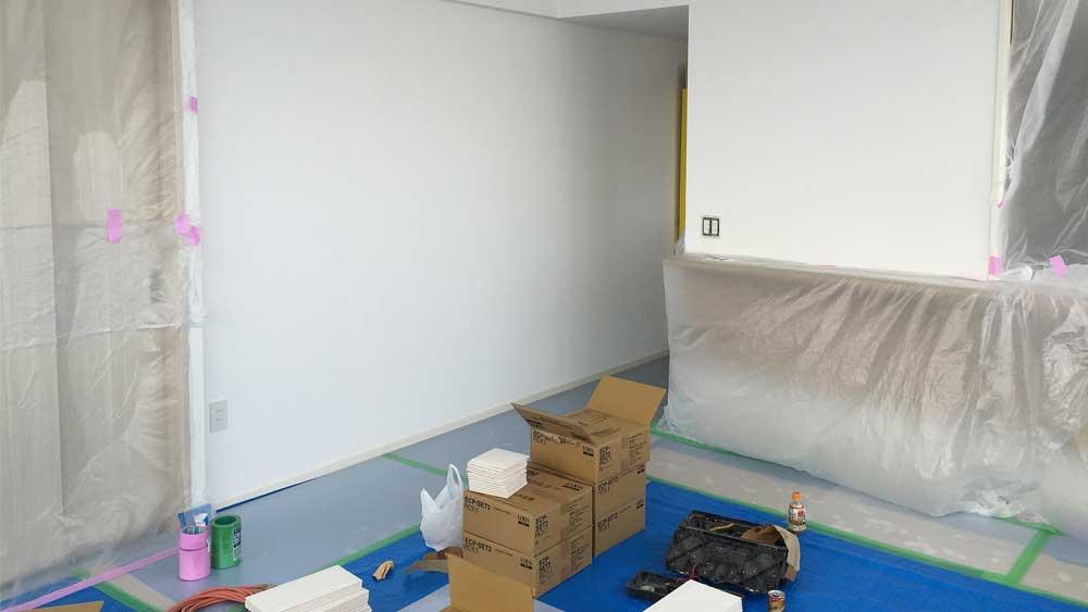 新築マンションにてマンションオプション施工前の養生作業。