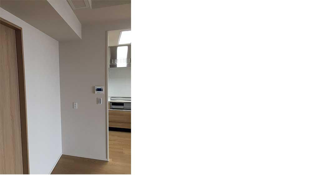 新築マンションにオプション家具の食器棚を設置する前。