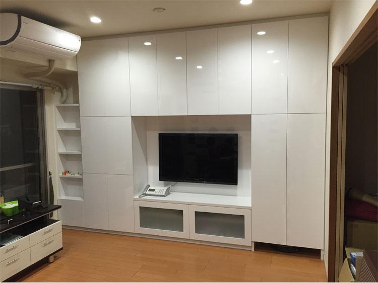 人気のロボット掃除機と壁面収納のコラボ家具