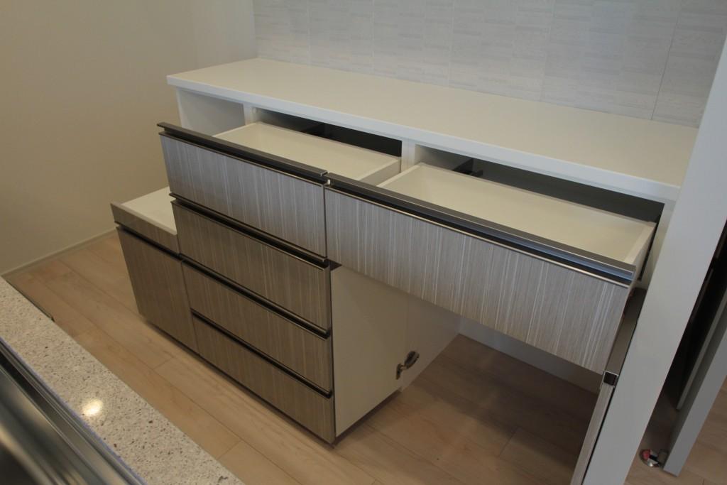 大阪府豊中市の新築マンションで食器棚を設置いたしました