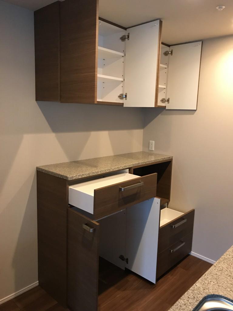 ザ・レジデンスに食器棚を設置いたしました