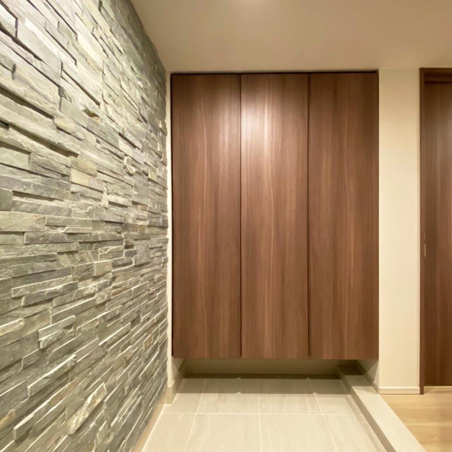 新築のマンションオプション工事で天然石が醸し出す風合い